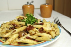 pasta with sun dried tomatoes, mushrooms and parmesan